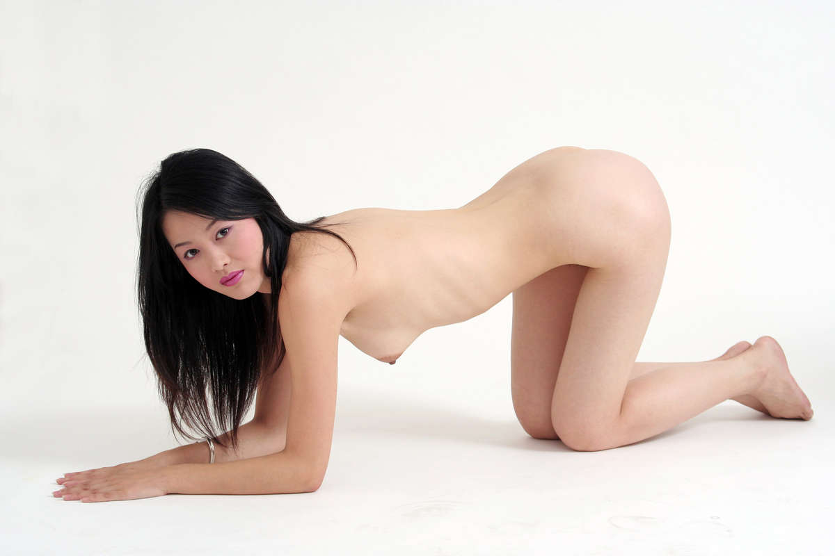 Nude Chinese Girl Pictures By Uncle Wang's Asian Porn Site